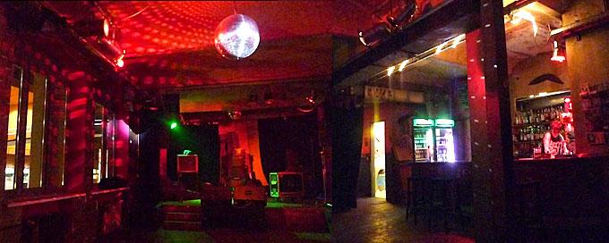 Goldener Salon bei Nacht